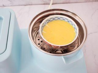 肉末水蒸蛋,放入烧开水的蒸锅中,大火蒸10分钟