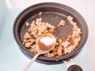 肉末水蒸蛋,加入白糖