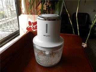 白玉酿肉,五花肉、香菇、姜丝(含水)放无线绞肉机打成沫。