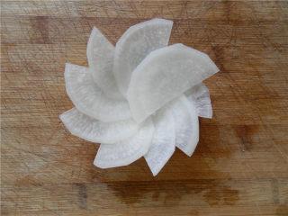 白玉酿肉,围成一圈成花朵样。