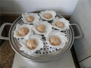 白玉酿肉,锅中放水,大火烧开,上锅蒸10分钟。