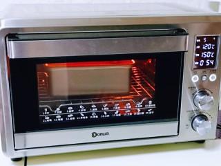 红糖枣糕别在外面买了~自己在家做~健康无添加,上管120°,下管150°,烤55分钟左右。(烤箱温度及时间仅供参考,具体根据自家烤箱性能另定)