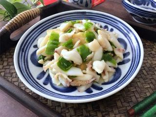 冬笋青椒墨鱼,味道鲜美,营养丰富一道家常菜,做法也简单。
