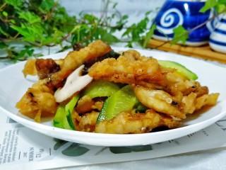 金牌官烧目鱼,黄瓜的清脆口感与香菇的鲜香口味,实在是最好的搭配不过。