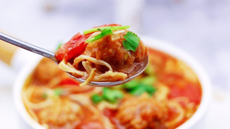 番茄肉丸汤,好吃到爆,嘻嘻,宝贝今天吃了两碗米饭。