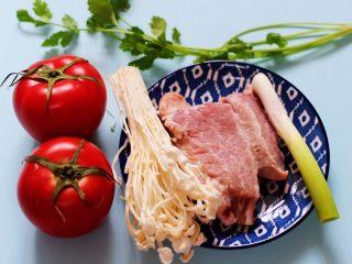 番茄肉丸汤,首先备齐所有的食材。