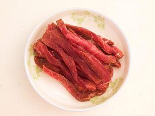 嫩滑多汁的黑椒牛柳,把牛里脊切成1㎝宽的小条