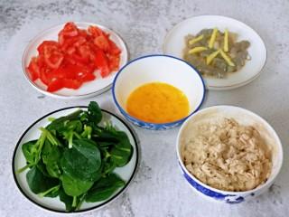快手早餐~蝦仁時蔬面疙瘩,所有食材準備工作完成。