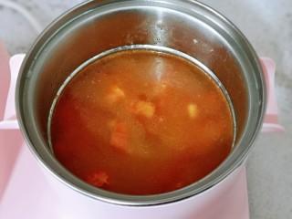 快手早餐~虾仁时蔬面疙瘩,加入纯净水。
