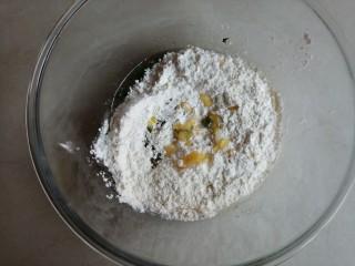 香葱桃酥,倒入面粉
