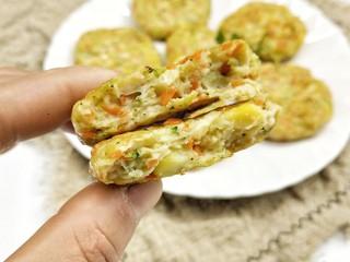 鸡胸蔬菜饼,这道鲜嫩低脂又营养的小饼就做好了,您学会了吗?