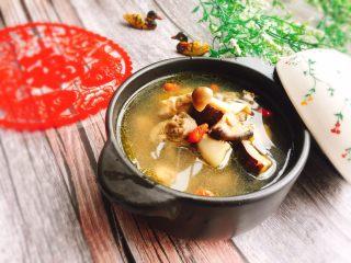 双菇煲鸡汤,成品图
