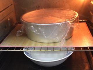 豆沙馒头,烤箱发酵档,底部放一碗热水,发酵60分钟。
