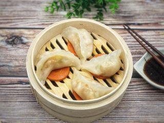 水晶虾饺,沾点醋和辣椒,味道不错!