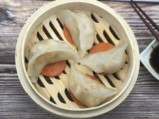 水晶虾饺,水开上锅大火蒸10分钟左右,再闷两分钟就可以了。