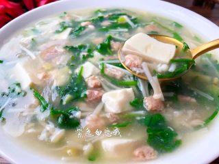 荠菜杂烩汤,巨好喝的荠菜杂烩汤做好了,鲜美的不得了,喜欢的朋友可以试试哦。