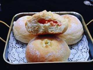 全麦熔岩芝士面包,拍好照有点凉了,所以没拍到拉丝!!