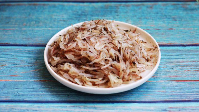 雪虾鸡蛋饼 (宝宝补钙佳品),雪虾180g。 雪虾顾名思义,通体如雪花般的白色。 雪虾下船即已死亡,非常不耐活。 雪虾具有丰富的钙、蛋白质、维生素等营养物质。