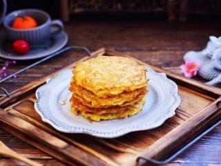 雪虾鸡蛋饼 (宝宝补钙佳品),菜谱的配方量可做6个小雪虾鸡蛋饼。