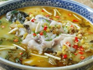 酸菜鱼🐠,放葱花,香菜上桌