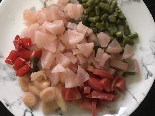泡菜鸡胗,泡菜切成小段(如果泡菜比较咸可以用清水浸泡一会)