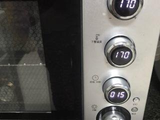 咖喱鸡肉土豆焗饭,放入烤箱中层上下火170度10-15分钟