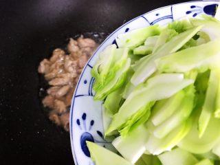 小米椒菜头炒肉片,下菜头