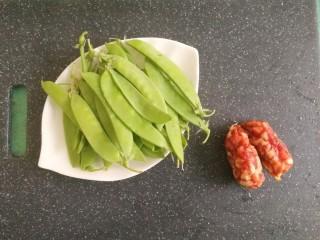 豌豆炒腊肠,先准备好材料