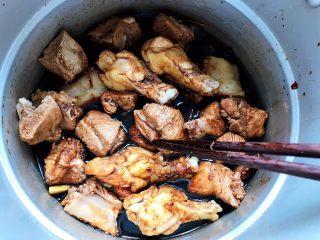 红烧排骨鸡翅根(高压锅懒人版),搅拌均匀