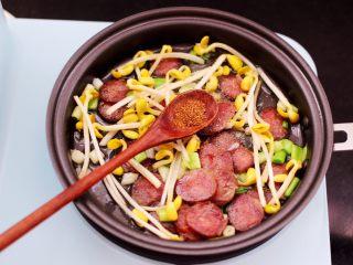 香肠豆芽炒饭,再加入花椒粉增加香味。