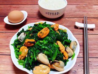 菠菜拌海虹,搭配一碗白粥和一个鸡蛋营养丰富哦