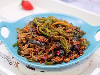 肉末海带炒粉条,啦啦啦,好吃又营养的肉末海带炒粉条出锅咯。