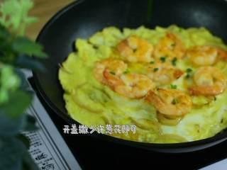 颜色漂亮、造型喜庆,制作又简单的一道家常菜,开盖撒少许葱花即可。
