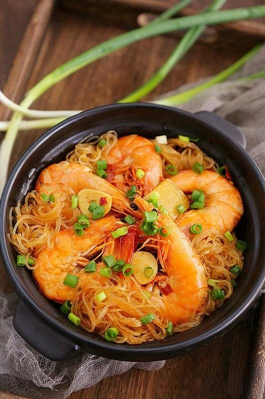 鲜虾粉丝煲,装盘,可以开吃啦。