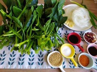 凉拌菠菜粉丝,准备食材