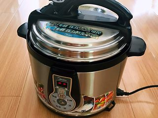 蜜豆糯米粽子,盖上锅盖,用蹄筋豆类键,煮60分钟