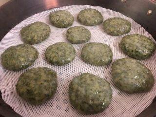 清明粿,这是蒸好的样子,刚蒸出来粉可以直接吃了。