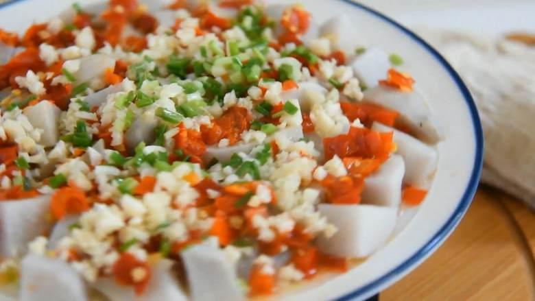 剁椒蒸芋头,可口健康的蒸菜,香辣下饭