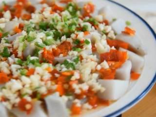 剁椒蒸芋头,可口健康的蒸菜,香辣下饭,剁椒蒸芋头软—糯咸辣,简单易学很下饭哦~