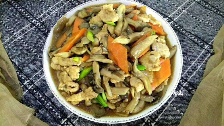 蘑菇小炒,成品图