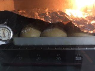 全麦咖啡果酱面包,上色满意加盖锡纸。