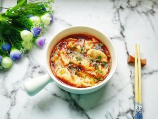 红油酸汤水饺,闻着味口水都要流出来了。