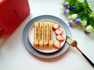 全麦蔬菜三明治,早餐来一份。