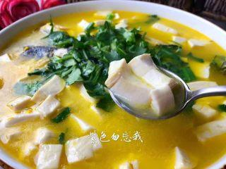 黄骨鱼豆腐汤,好喝的鱼汤炖好了,鱼肉鲜嫩,鱼汤鲜美,完美极了。