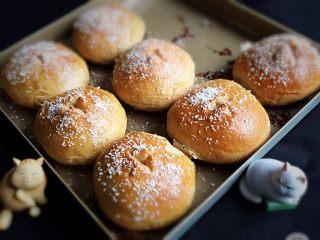全麦咖啡果酱面包,完美的全麦咖啡果酱面包就完成了。
