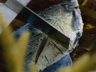 清蒸扁鱼最好吃的做法,味道鲜美,口感鲜嫩,刮去鱼身黑膜
