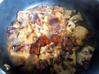 古方红糖七彩豆年糕,稍稍搅拌一下,大火烧开