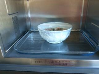 #微波炉食谱#三丁蒸蛋糕,放在微波炉加热。