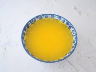 柠檬玛德琳蛋糕,黄油隔水融化备用,或者用微波炉加热至融化
