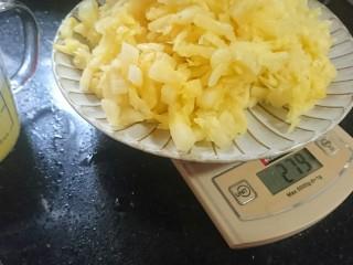 苹果凤梨酥,纱布过滤后的果肉大概279g